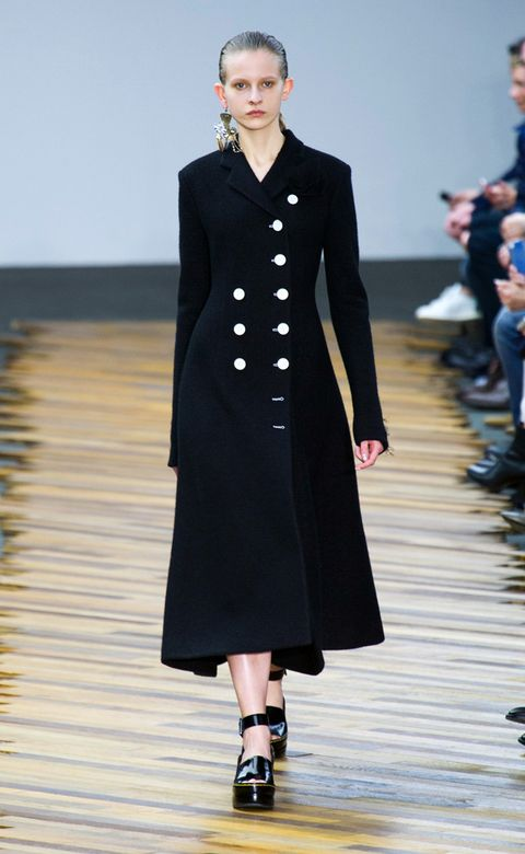 Sleeve, Shoulder, Dress, Joint, Outerwear, Fashion show, Style, Formal wear, Fashion model, One-piece garment,