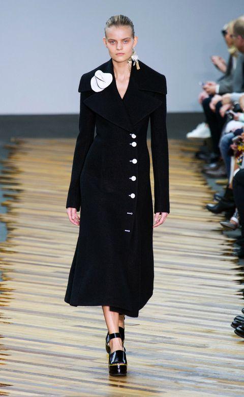Human body, Fashion show, Outerwear, Style, Formal wear, Dress, Fashion model, Runway, Fashion, Blazer,