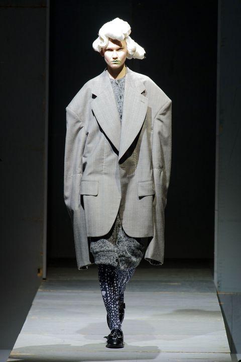 Collar, Sleeve, Dress shirt, Coat, Outerwear, Standing, Style, Formal wear, Blazer, Costume design,