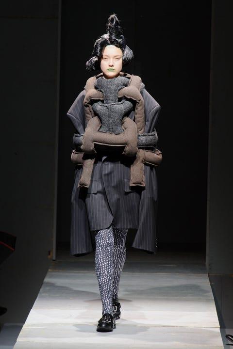Costume design, Fashion show, Fashion, Runway, Fashion model, Fur, Fur clothing, Natural material, Animal product, Fashion design,