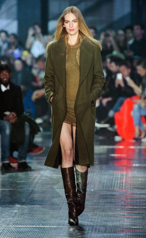 Human, Brown, Fashion show, Event, Shoulder, Runway, Joint, Outerwear, Coat, Fashion model,