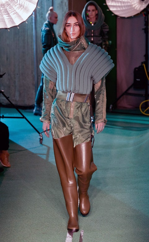 Footwear, Leg, Human leg, Textile, Outerwear, Style, Shorts, Fashion, Thigh, Knee,