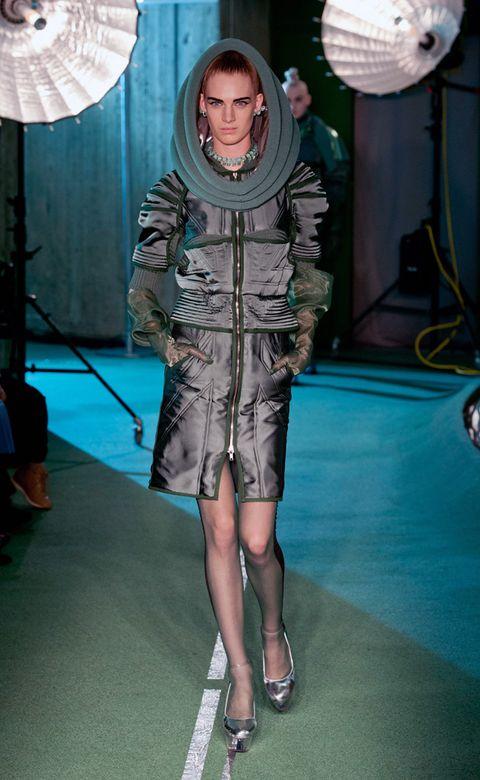 Leg, Human body, Dress, Thigh, Carpet, Mechanical fan, One-piece garment, High heels, Ankle, Costume design,