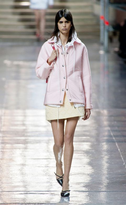 Clothing, Sleeve, Shoulder, Human leg, Collar, Outerwear, Style, Street fashion, Fashion model, Knee,