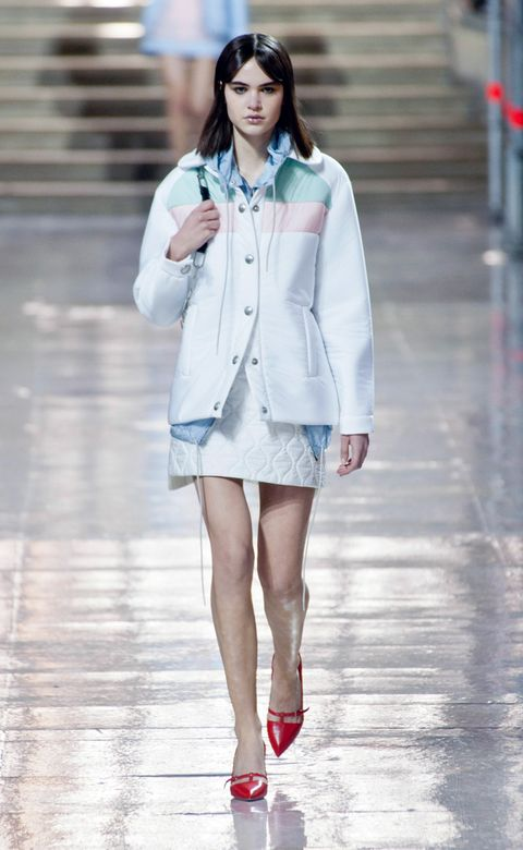 Clothing, Sleeve, Shoulder, Human leg, Outerwear, White, Style, Street fashion, Fashion model, Fashion show,