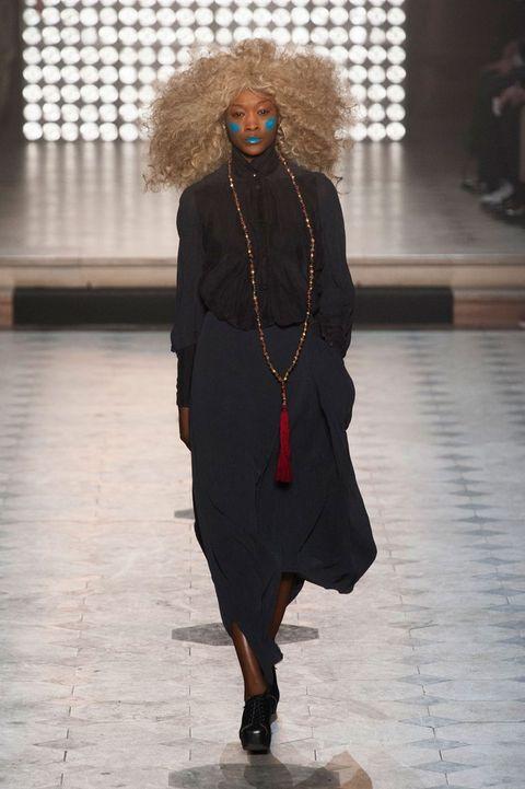 Jewellery, Flooring, Floor, Fashion accessory, Street fashion, Fashion, Jheri curl, Necklace, Fashion design, Afro,