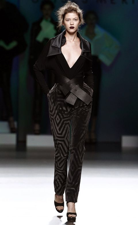 Fashion show, Shoulder, Runway, Fashion model, Style, Fashion, Neck, Model, Fashion design, Waist,