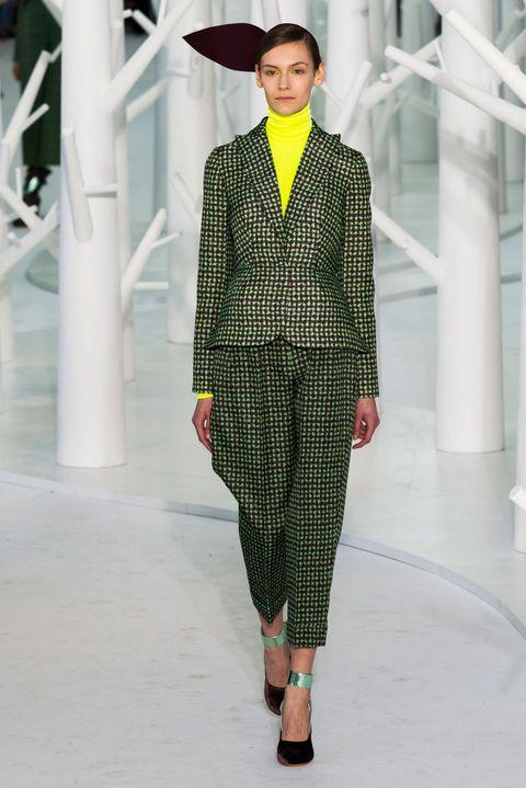Clothing, Sleeve, Fashion show, Textile, Runway, Style, Pattern, Street fashion, Fashion model, Hat,