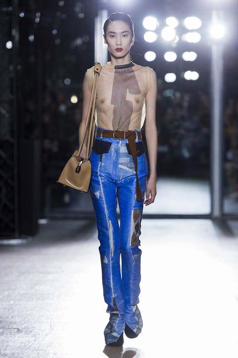 Sleeve, Shoulder, Denim, Textile, Jeans, Style, Waist, Street fashion, Fashion model, Fashion show,