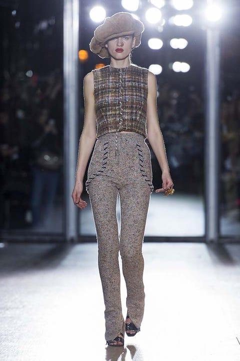 Shoulder, Fashion show, Joint, Style, Runway, Fashion model, Fashion, Street fashion, Waist, Knee,