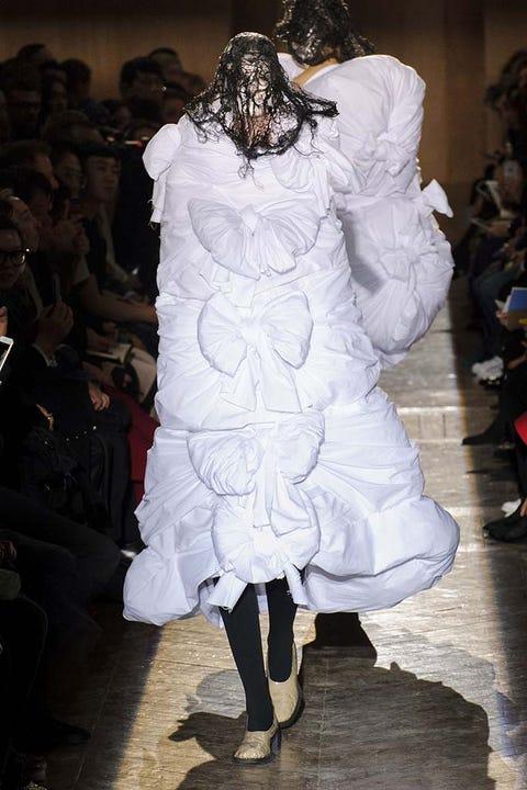 Shoulder, Dress, Style, Fashion show, Fashion model, Runway, Fashion, Gown, Haute couture, Costume design,