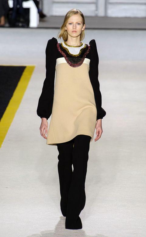 Sleeve, Shoulder, Joint, Standing, Style, Waist, Fashion show, Street fashion, Jewellery, Fashion model,