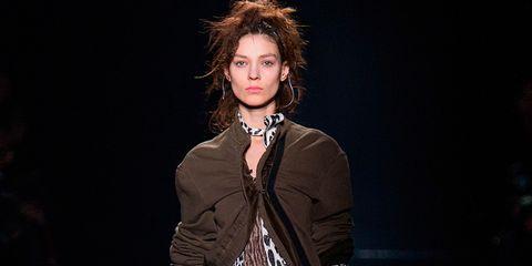 Sleeve, Collar, Style, Blazer, Fashion, Waist, Fashion model, Street fashion, Fashion design, Red hair,