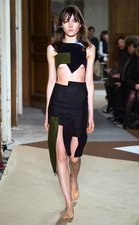 Leg, Human body, Shoulder, Human leg, Joint, Waist, Style, Knee, Fashion model, Thigh,