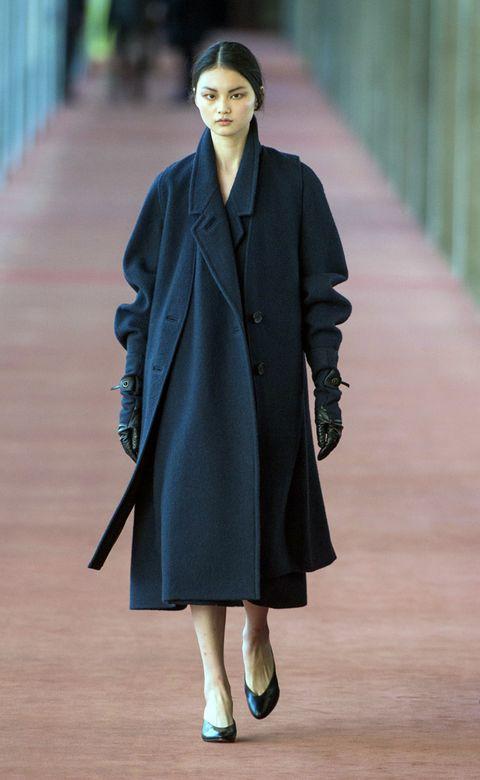 Coat, Sleeve, Shoulder, Collar, Joint, Outerwear, Street fashion, Formal wear, Overcoat, Blazer,