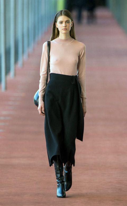 Brown, Sleeve, Human body, Shoulder, Joint, Human leg, Fashion show, Style, Street fashion, Knee,