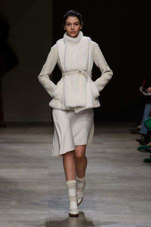 Shoulder, Human leg, Fashion show, Joint, Runway, Style, Fashion model, Knee, Waist, Fashion,