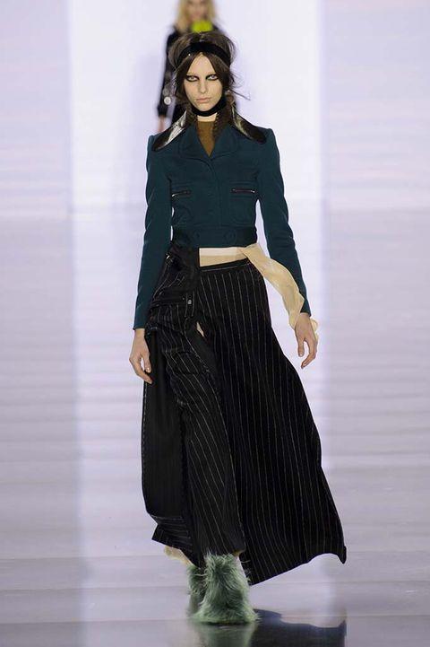 Sleeve, Shoulder, Textile, Joint, Style, Waist, Fashion, Fashion model, Black, Costume design,