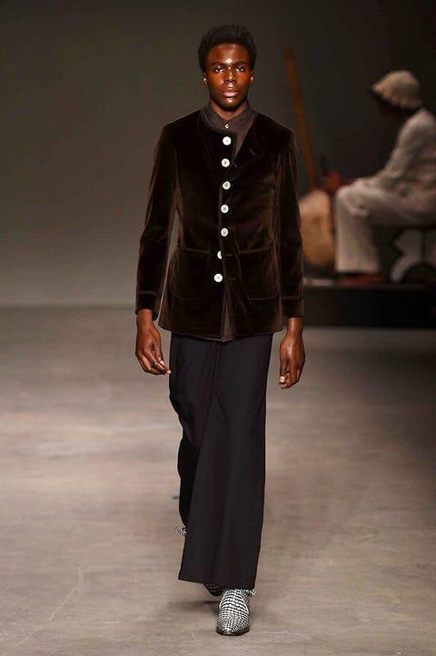 Brown, Sleeve, Human body, Shoulder, Textile, Joint, Fashion show, Style, Fashion model, Fashion,