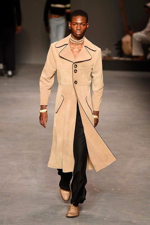 Sleeve, Fashion show, Joint, Outerwear, Runway, Fashion model, Style, Jewellery, Fashion, Blazer,