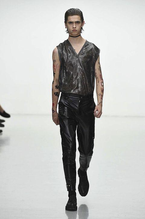 Clothing, Sleeve, Human body, Shoulder, Shirt, Denim, Joint, Standing, Collar, White,