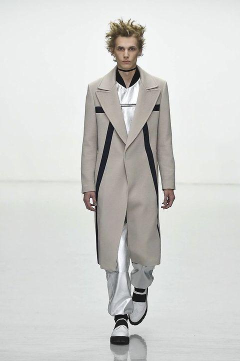 Clothing, Coat, Collar, Sleeve, Outerwear, Standing, Formal wear, Style, Blazer, Fashion model,