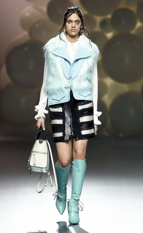 Clothing, Shoulder, Joint, Fashion show, Outerwear, Fashion model, Style, Knee, Runway, Street fashion,