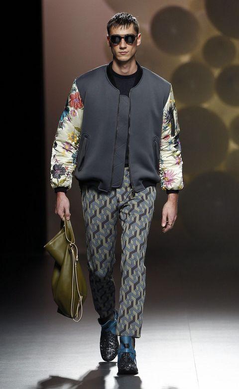 Eyewear, Brown, Shoe, Outerwear, Bag, Style, Sunglasses, Street fashion, Fashion show, Fashion,