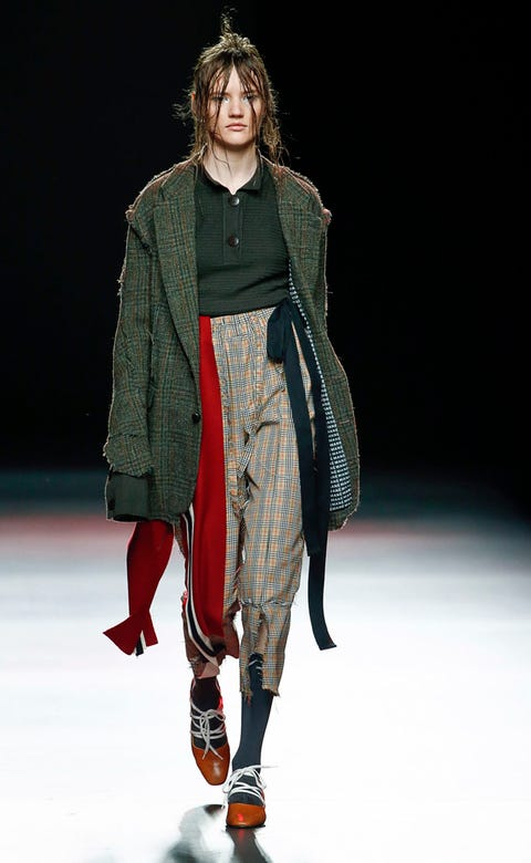 Shoulder, Fashion show, Winter, Joint, Outerwear, Runway, Style, Fashion model, Knee, Fashion,