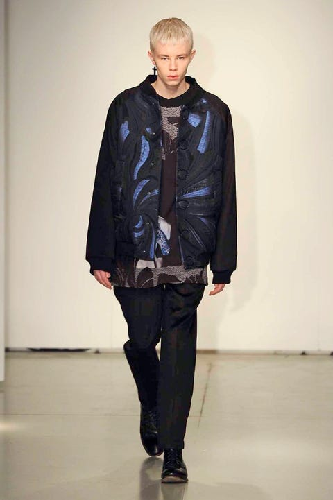 Sleeve, Jacket, Shoulder, Textile, Joint, Outerwear, Standing, Fashion show, Style, Runway,