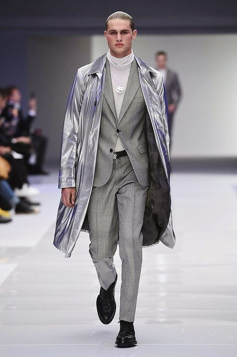 Fashion show, Runway, Outerwear, Fashion model, Style, Winter, Fashion, Model, Street fashion, Blazer,