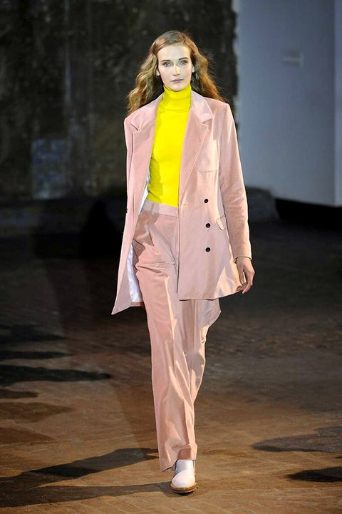 Outerwear, Fashion show, Coat, Runway, Fashion model, Blazer, Fashion, Street fashion, Jacket, Model,