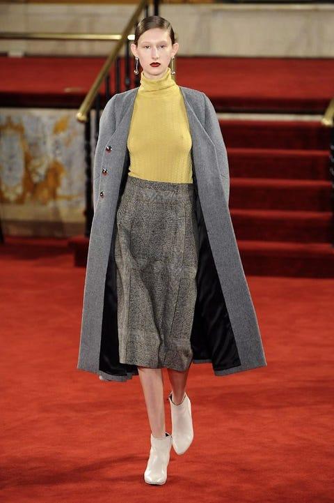 Flooring, Style, Carpet, Fashion, Fashion show, Costume design, Fashion model, Street fashion, Runway, Fashion design,