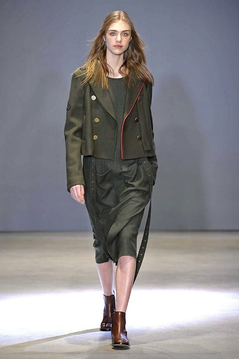 Clothing, Human, Sleeve, Human body, Shoulder, Fashion show, Joint, Outerwear, Runway, Style,