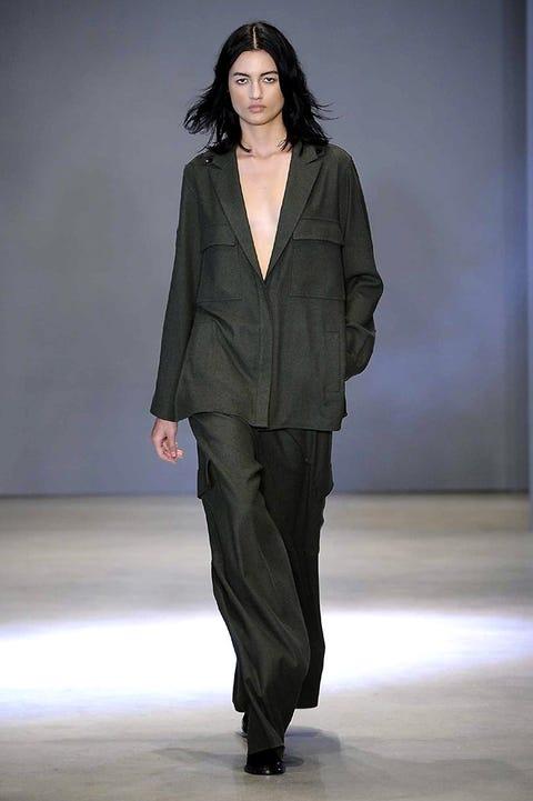 Sleeve, Human body, Shoulder, Fashion show, Joint, Style, Fashion model, Fashion, Neck, Runway,