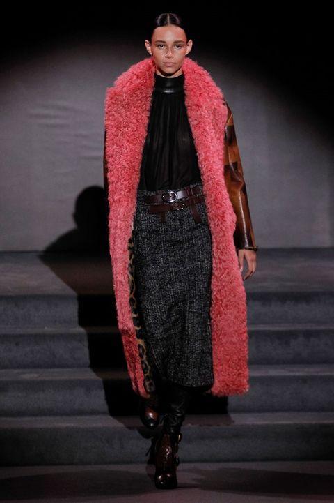 Human body, Textile, Fashion show, Style, Runway, Costume design, Fashion model, Fashion, Fur, Haute couture,
