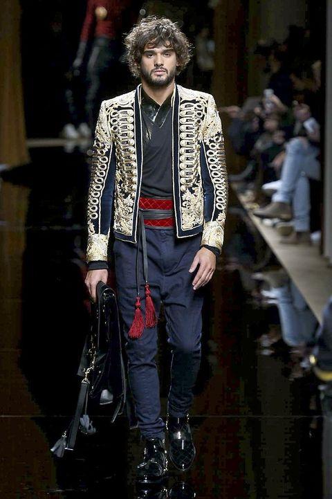 Outerwear, Jewellery, Style, Fashion show, Runway, Fashion, Fashion model, Street fashion, Blazer, Bag,