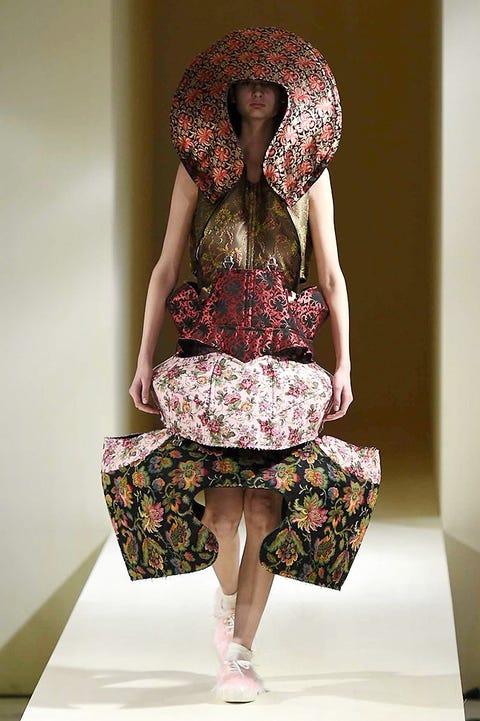 Clothing, Human leg, Shoulder, Joint, Style, Pattern, Waist, One-piece garment, Knee, Fashion,