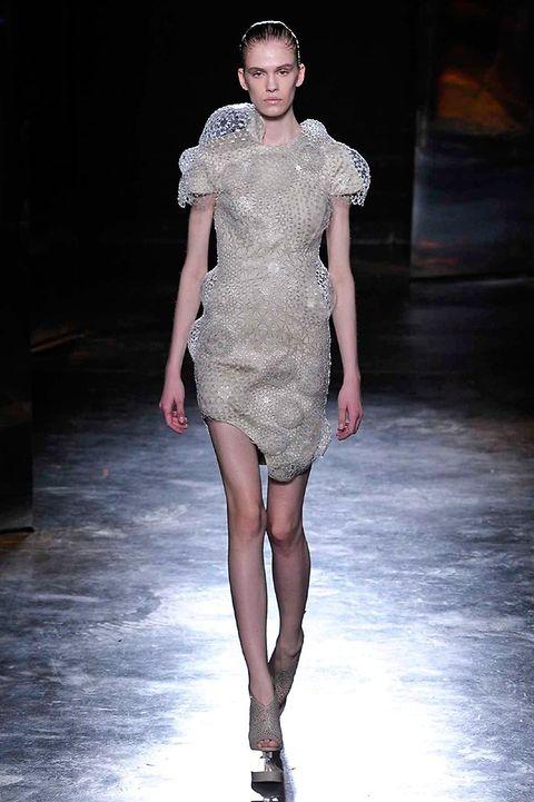 Fashion show, Shoulder, Dress, Fashion model, Runway, Style, Waist, One-piece garment, Fashion, Beauty,
