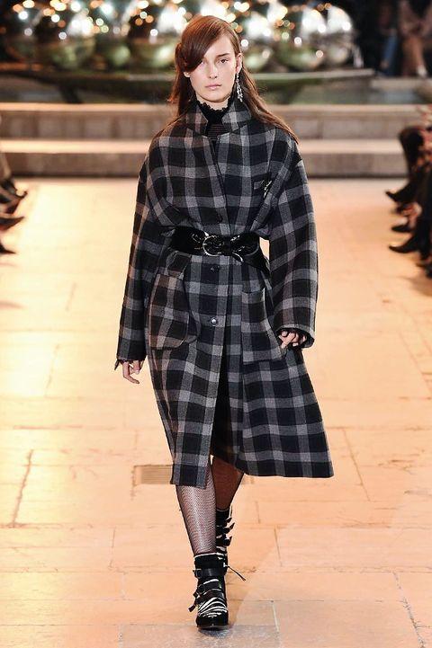 Sleeve, Textile, Pattern, Plaid, Tartan, Style, Street fashion, Fashion model, Winter, Knee,
