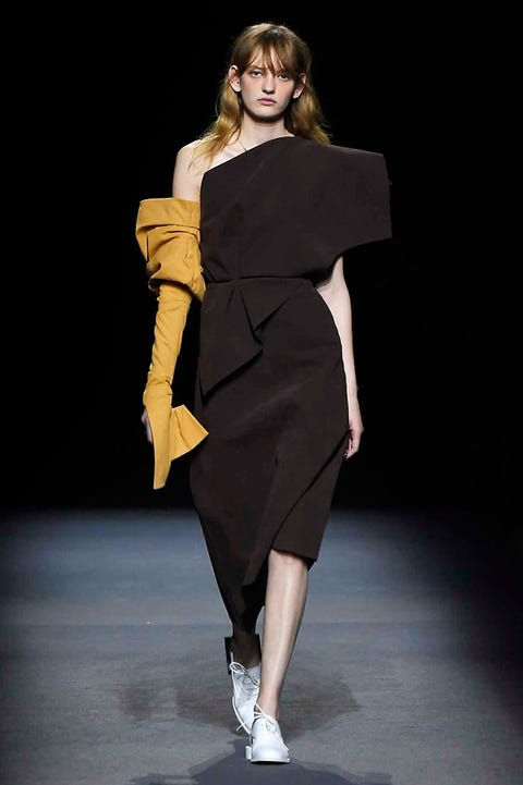 Sleeve, Shoulder, Human leg, Joint, Fashion show, Style, One-piece garment, Formal wear, Fashion model, Waist,