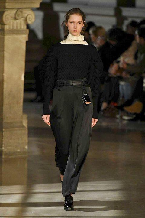 Shoulder, Fashion show, Joint, Outerwear, Style, Fashion model, Waist, Fashion, Street fashion, Neck,