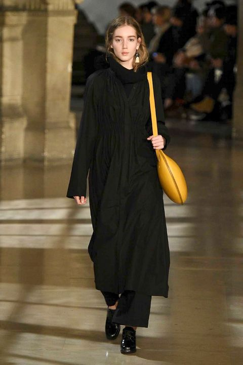Standing, Dress, Formal wear, Street fashion, Fashion, Knee, One-piece garment, High heels, Overcoat, Blond,