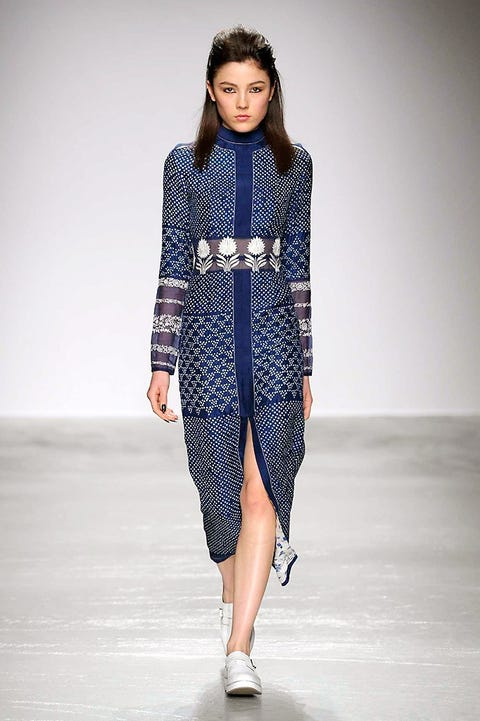 Sleeve, Fashion show, Shoulder, Joint, Runway, Fashion model, Style, Street fashion, Pattern, Fashion,