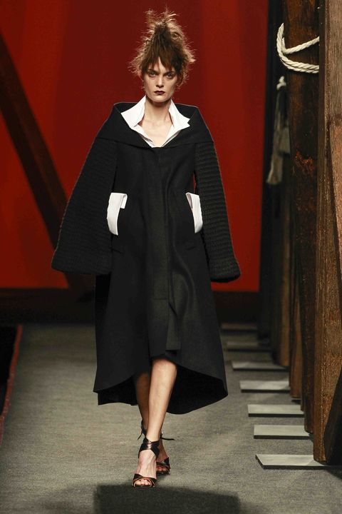 Clothing, Sleeve, Style, Formal wear, Dress, Fashion, Fashion model, Sandal, One-piece garment, Street fashion,