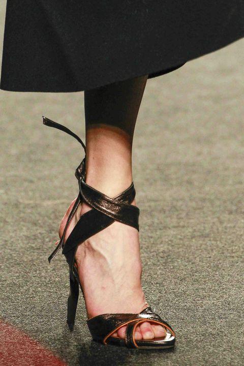 Human, Human leg, Toe, Joint, Sandal, Foot, Fashion, Ankle, Street fashion, Close-up,