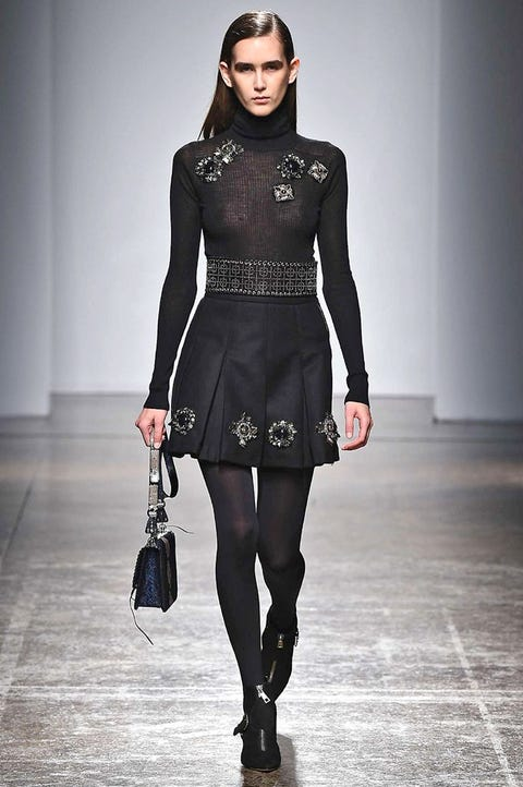 Sleeve, Human body, Shoulder, Textile, Joint, Style, Fashion accessory, Waist, Fashion model, Street fashion,