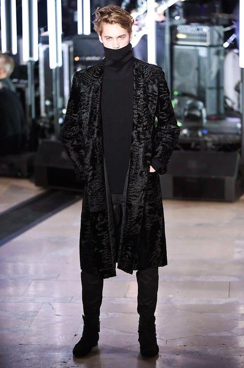 Winter, Textile, Outerwear, Fashion show, Style, Fashion model, Runway, Fashion, Street fashion, Fur,