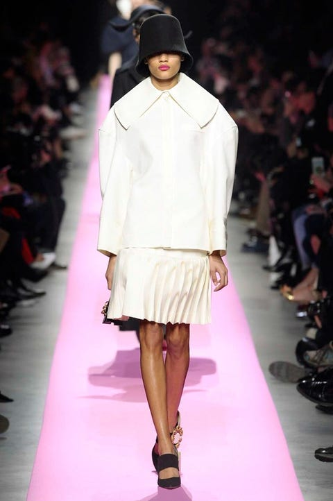 Fashion show, Fashion model, Fashion, Runway, Clothing, White, Fashion design, Pink, Haute couture, Public event,