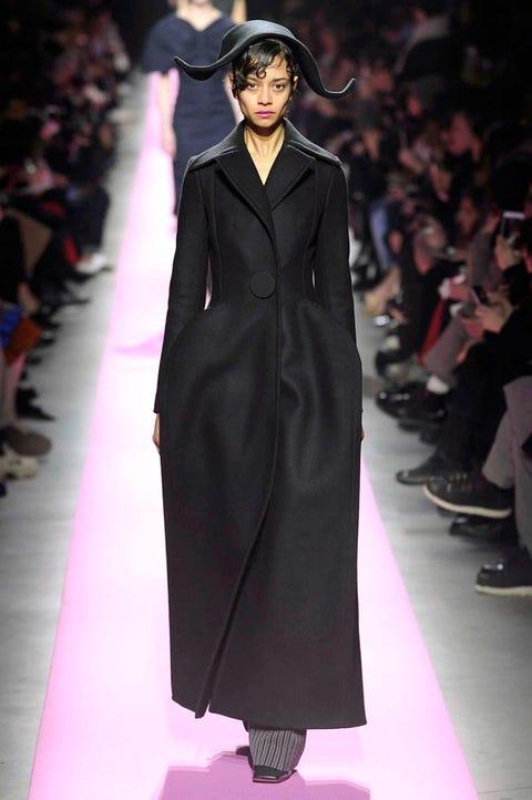 Fashion, Fashion model, Runway, Fashion show, Clothing, Haute couture, Outerwear, Human, Event, Dress,
